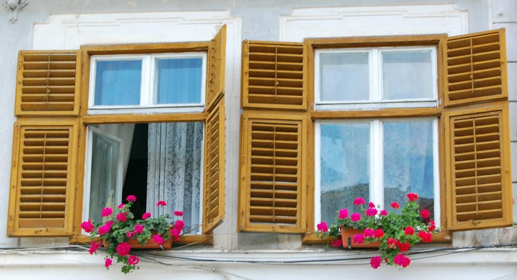 janela-de-madeira.jpg
